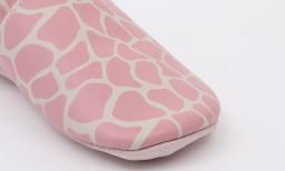 Bobux - Soft soles milk giraffe print