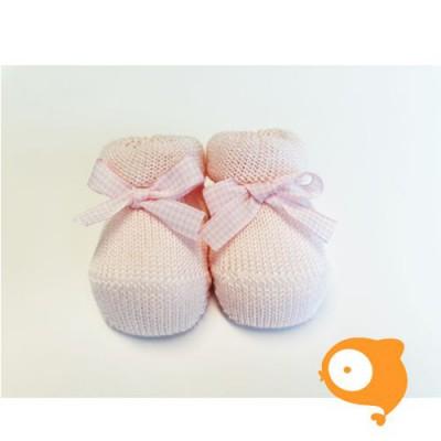 Fior di Coccole - Gebreide sokjes roze met geruit strikje Newborn (wol)